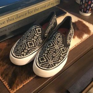 Mossimo tribal slip on shoes